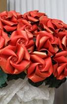 Origami Museum | Rote Rosen, zeit- und geruchslos