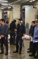 Tsukiji Fischmarkt |  Thunfischauktion-Warten auf die nächste Runde