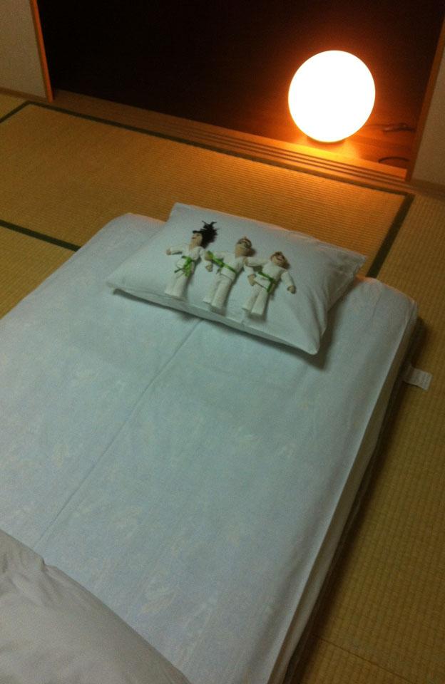 Ito | Traditionelles Nachtlager mit Futon auf Tatami